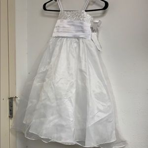 Sweet Kids White party/flower girl dress size 3